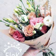 Эустома белая, эустома махровая розовая, роза, колосья декоративные сухие
