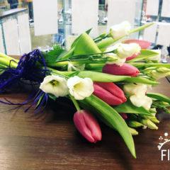 Эустома, тюльпаны