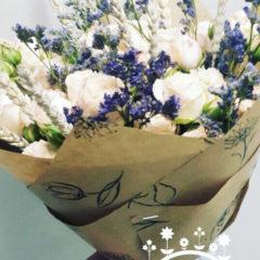 Роза кустовая пионовидная, лимониум, колосья декоративные сухие